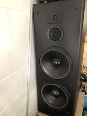 2 speakers 12 inch good condition the amplifier doesn't work i don't know what happened for Sale in Ocala, FL