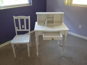 Desk and chair for Sale in Clearwater, FL