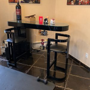 Bar And Bar Chairs for Sale in Staten Island, NY