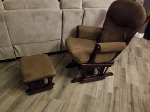 Nursery baby rocking chair for Sale in Las Vegas, NV