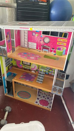 Huge 4ft Inside Dollhouse Doll House mint condition MUST GO! for Sale in Fort Lauderdale, FL