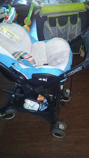 Small baby stroller and base for carseat for Sale in Dallas, TX