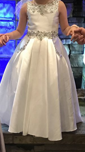 Flower girl dress size 4+_10 for Sale in Sterling Heights, MI