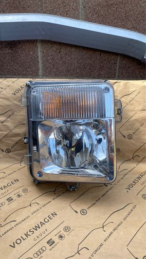2004 - 2009 CADILLAC SRX RIGHT SIDE RH FOG LIGHT OEM. for Sale in Gardena, CA