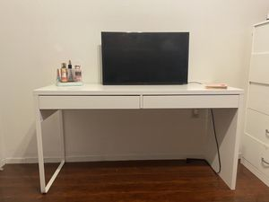 White desk for Sale in San Diego, CA