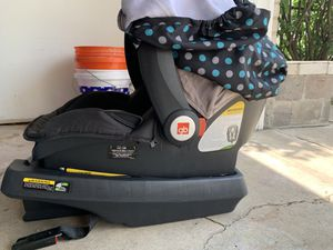 Car seat with base for Sale in Troy, MI