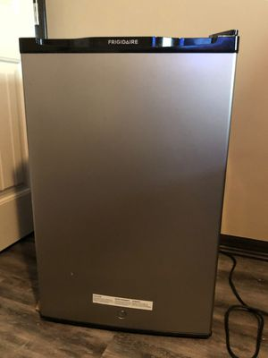 Small refrigerator like new. Frigidaire. Perfect for college or small apartment! for Sale in Wichita, KS