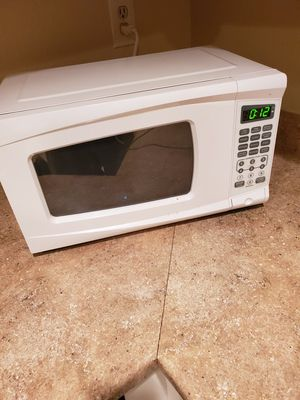 Microwave 700 Watt for Sale in Long Beach, CA