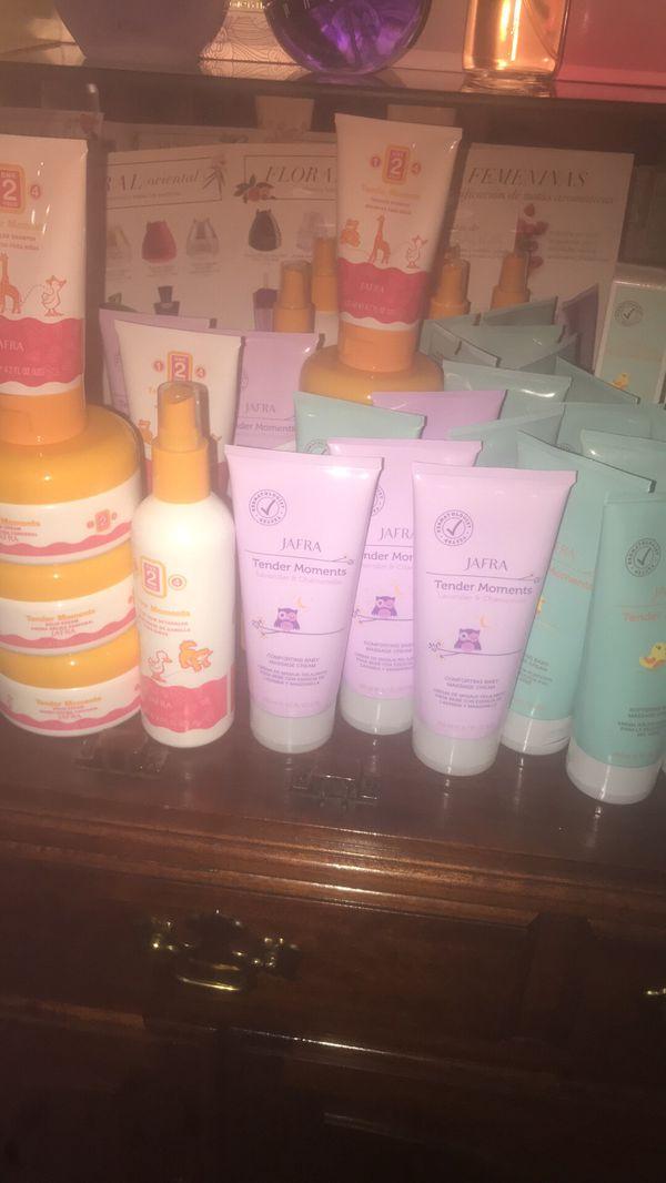 Lociones, cremas y shampoo tender moments para bebe JAFRA
