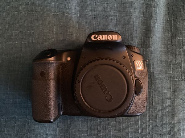 Canon 60D with 18-55 lens (Battery Included) no battery charger