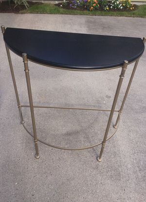 Stylish foyer table for Sale in Orlando, FL