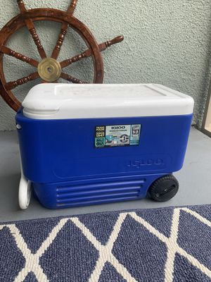 Cooler with wheels for Sale in Los Angeles, CA
