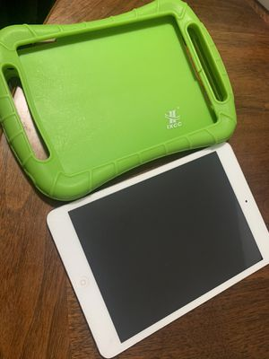 iPad mini with case (need new screen ) for Sale in Shrewsbury, MA