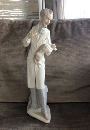 Lladro figurine: Veterinarian for Sale in Chicago, IL