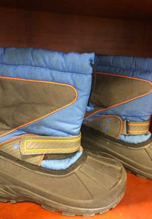 Snow boots size 2 for Boys or girl for Sale in Los Angeles, CA