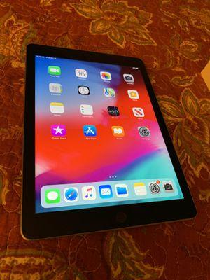 iPad 5th gen 32gb for Sale in Phoenix, AZ