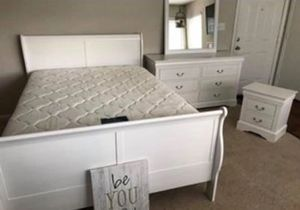 🏡SPECIAL. White Sleigh Bedroom Set 🏡Dresser Mirror Nightstand bed frame King 🏡 for Sale in Houston, TX