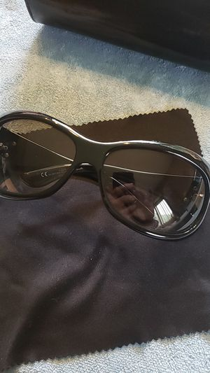 Athentic Gucci sunglasses.. great condition.. comes with gucci case for Sale in Meriden, CT