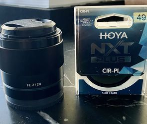 Sony FE 28mm f/2 Lens with UV Filter Kit + Original Box for Sale in Miami,  FL