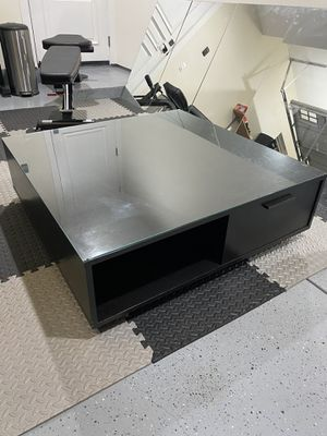 Black Wood Coffee Table w/ 2 Drawers, 2 Shelves, and a Tempered Glass Top for Sale in Los Angeles, CA