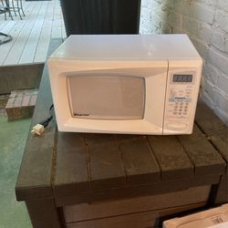 Magic Chef Microwave  for Sale in Belton, SC