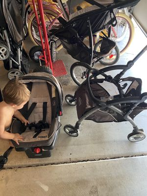 Snap and go stroller and car seat with base and Gracco jogger stroller for Sale in Phoenix, AZ