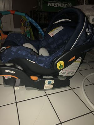 Chicco baby carseat for Sale in Greenacres, FL
