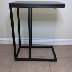 C Shaped End Table for Sale in Las Vegas,  NV