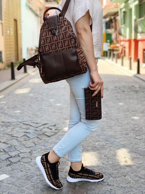 Set women backpack & sneakers for Sale in Orlando, FL