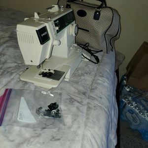 Singer Sewing Machine *PENDING PICKUP* for Sale in Seattle, WA