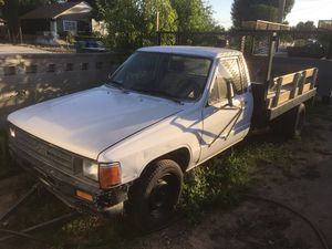 Toyota pick up 86 for Sale in Bakersfield, CA