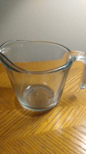 2 cup measuring cup. for Sale in Orland Hills, IL