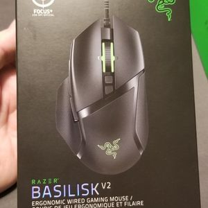 Razer Basilisk V2 And Razer Mouse Bungee for Sale in Caruthers, CA