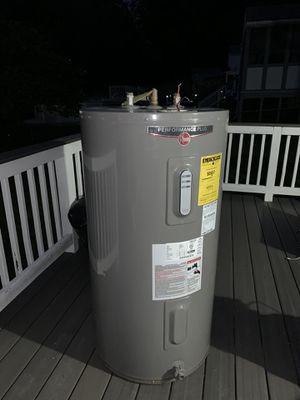 Rheem electric water heater for Sale in Parkville, MD