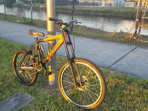 KONA STINKY Downhill Mountain Bike for Sale in Miami, FL