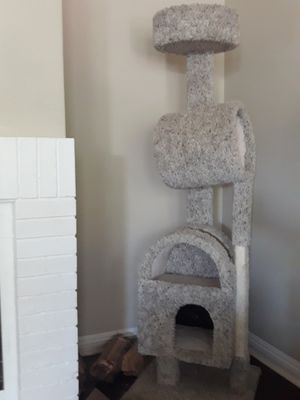 CAT TOWER for Sale in San Diego, CA