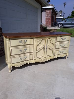 """VINTAGE """"STANLEY FURNITURE"""" FRENCH PROVINCIAL DRESSER / CREDENZA / TV STAND (72""""W × 19""""D × 31""""H) for Sale in Corona, CA"""