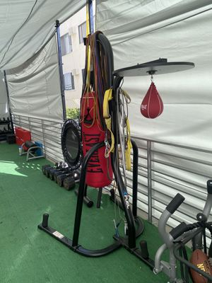 Everlast heavy bag and speed bag stand for Sale in Los Angeles, CA