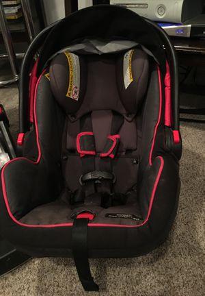 Graco car seat snugride click connect 40 for Sale in Venetia, PA