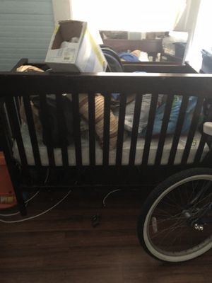Brown baby crib for Sale in Tampa, FL