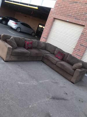 Really nice sectional couch 🛋 👌 for Sale in Phoenix, AZ
