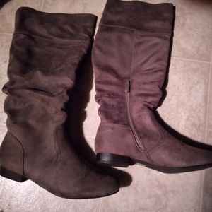DREAM PAIRS Women's Low Heel / Knee High Boots Size 9 US for Sale in Las Vegas, NV