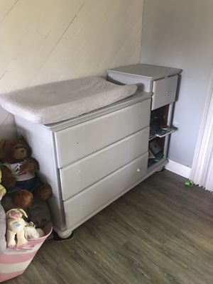 Baby changing table and changing pad for Sale in Federal Way, WA