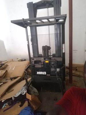 STAND UP FORKLIFT NEED BATTERY BEST OFFER MUST PICKUP for Sale in Miami, FL