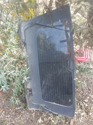 Rear window GMC Yukon 2003 for Sale in Salinas, CA