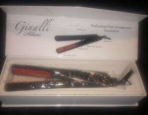 GINALLI MILANO Hair straightener for Sale in Vancouver, WA