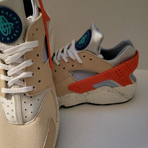Nike Huaraches men Size 9/ Woman 10.5 for Sale in Victorville, CA