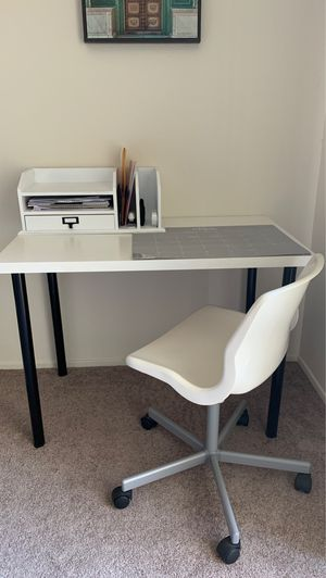 Desk + Chair for Sale in Fresno, CA