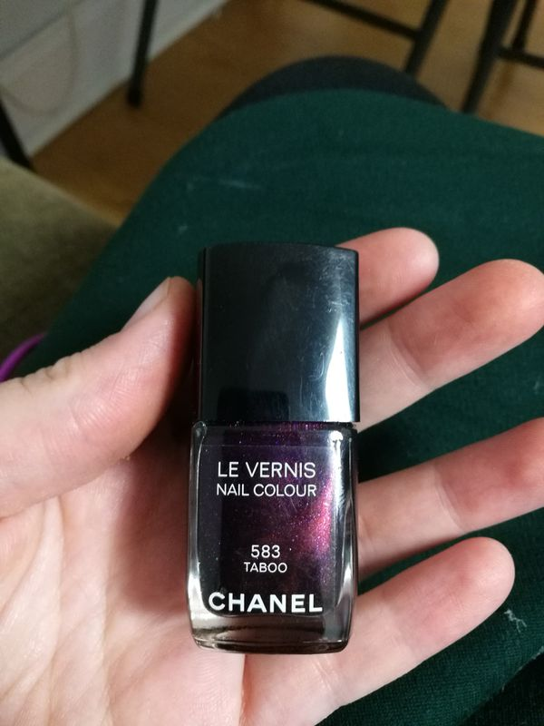 Chanel Nailpolish in Taboo
