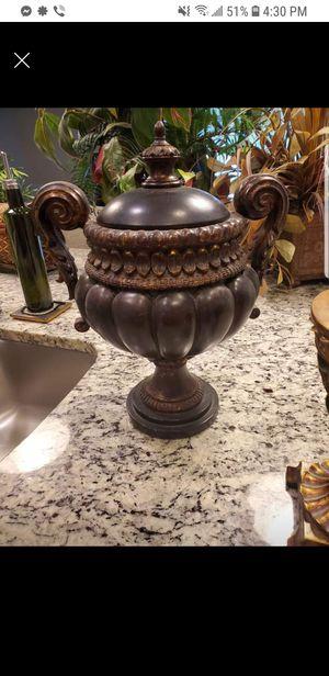Decorative urn for Sale in St. Petersburg, FL